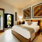 balinese theme of bedroom at sandat room villa cemadik