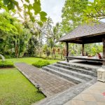 bale bengong view at villa cemadik4