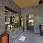 unique color of villa kelusa bathroom at pondok surya
