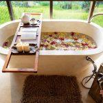 bathtub with valley view at villa kelusa pondok sapi3