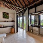 bathroom at villa kelusa pondok surya3