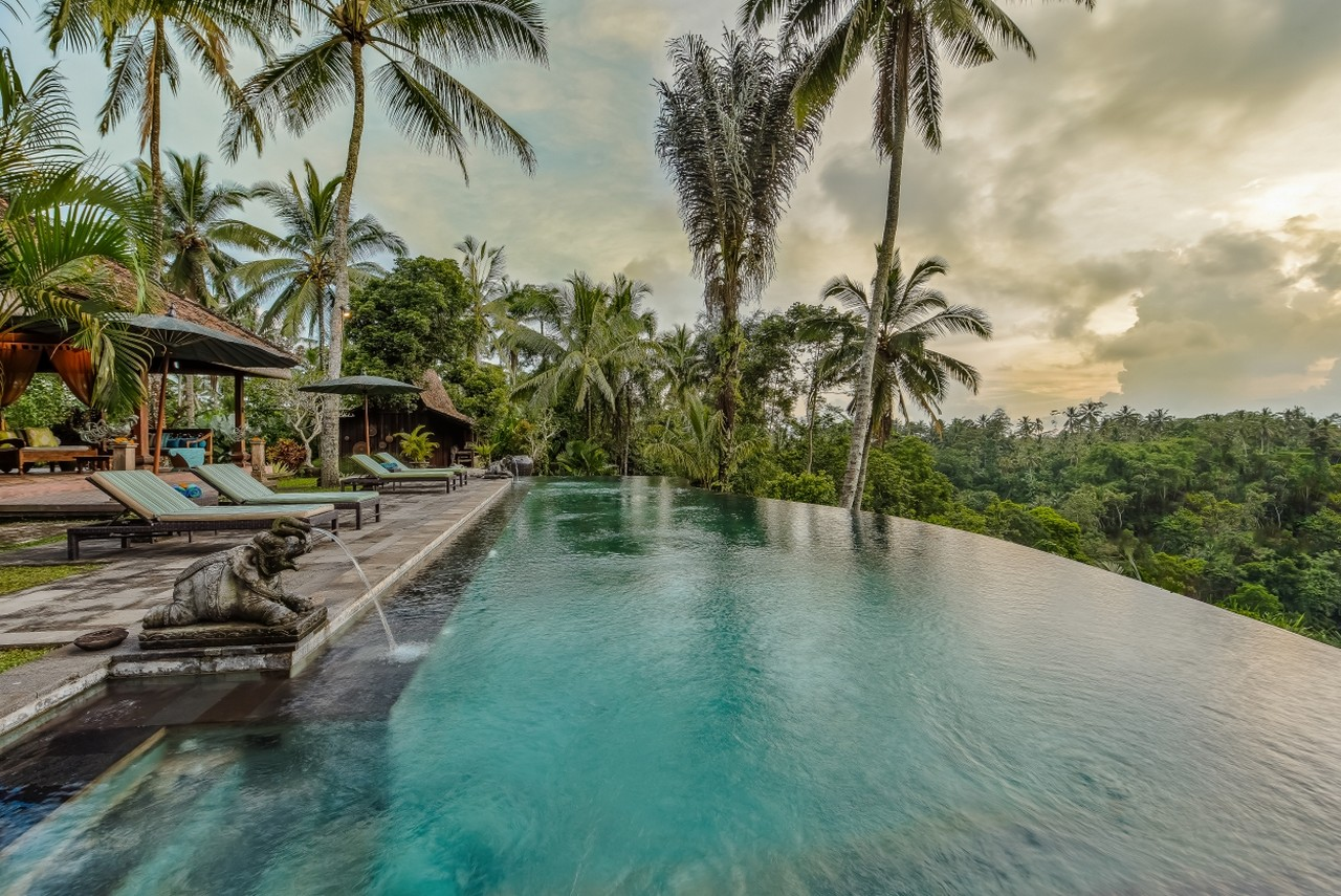 swimming pool of Villa Bodhi at Ubud1